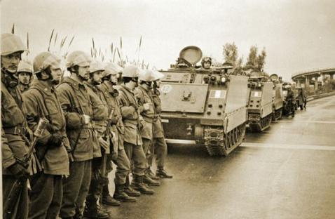 1970-07-14-reggio-calabria-soldati.jpg