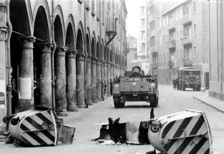 1977-03-13-bologna-carro-armato.jpg
