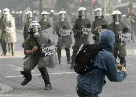 2008-12-07-greece-riot-01.jpg