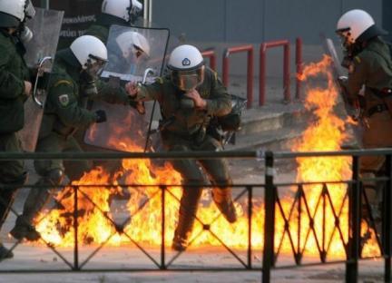 2008-12-07-greece-riot-03.jpg
