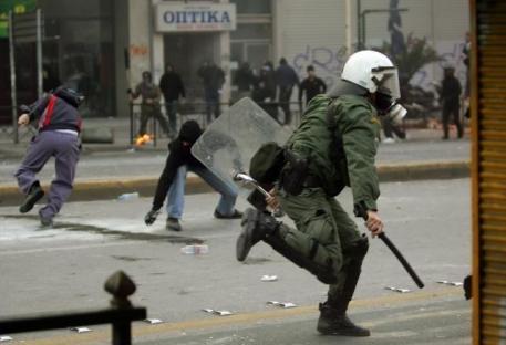 2008-12-07-greece-riot-05.jpg
