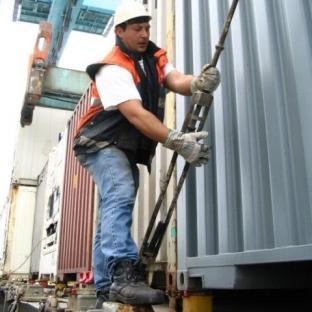 2010-02-12-dock-worker.jpg
