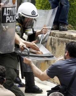 2010-05-05-greece-12.jpg