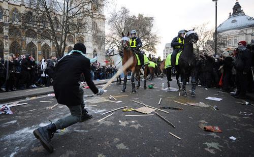 2010-12-09-uk-student-protest-04.jpg