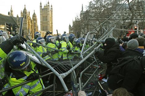 2010-12-09-uk-student-protest-07.jpg