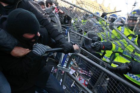 2010-12-09-uk-student-protest-08.jpg