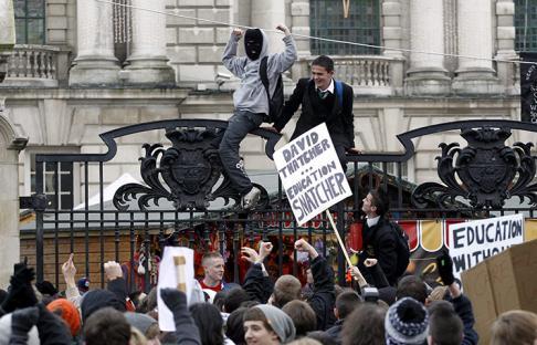 2010-12-09-uk-student-protest-09.jpg