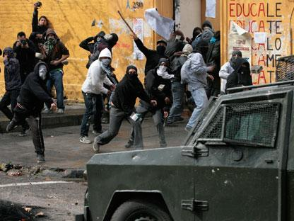 2011-08-25-chile-protests.jpg