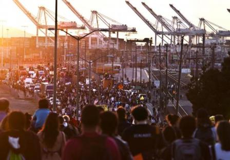 2011-11-02-occupy-oakland-strike-03.jpg