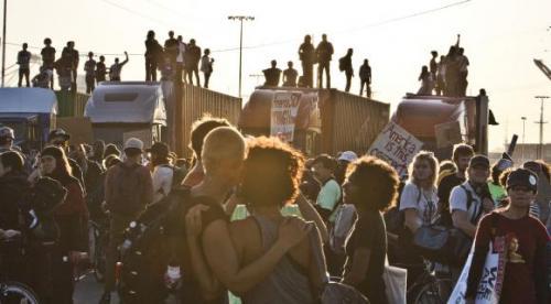 2011-11-02-occupy-oakland-strike-06.jpg