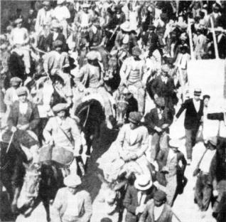 1920-10-17-farmhands.jpg