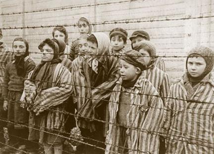 1945-01-01-auschwitz.jpg