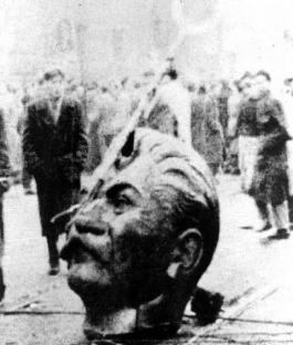 1956-10-23-budapest-stalin-statue-3.jpg