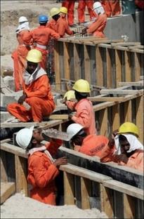 2008-09-20-eau-workers.jpg
