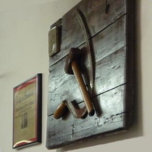 2010-02-10-hammer-and-sickle.jpg