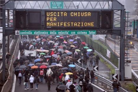 2010-11-30-studenti-bologna-1.jpg